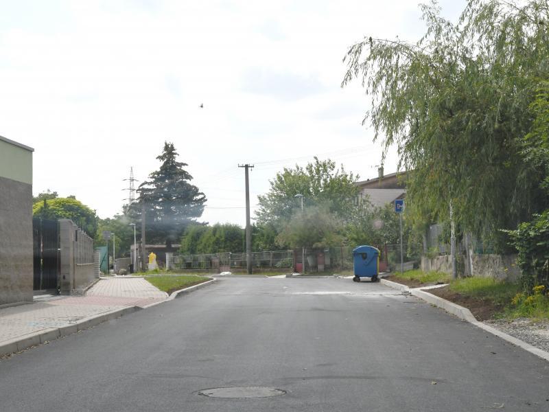 Zrekonstruovaný povrch v ulici Kladenská