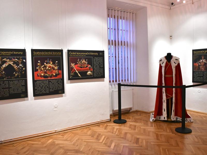 Výstava Korunovační klenoty na dosah