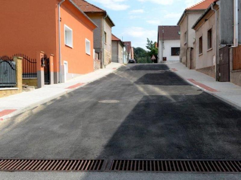 Rekonstrukce povrchů v ulici Pod Kuklíkem