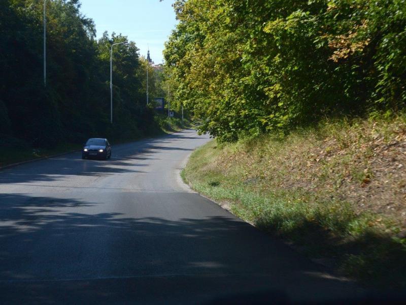 Opravy výtluků v ulicích Slánská a Na Kolpci