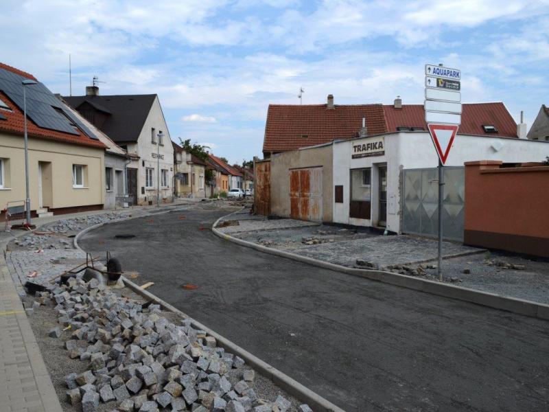Rekonstrukce povrchů v ulici Štefánikova